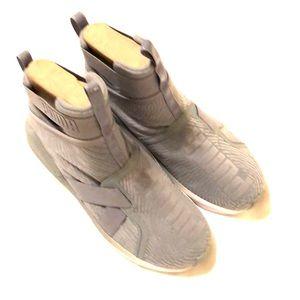 NIB PUMA Fierce Strap - Ladies size 8.5 - EUR 39